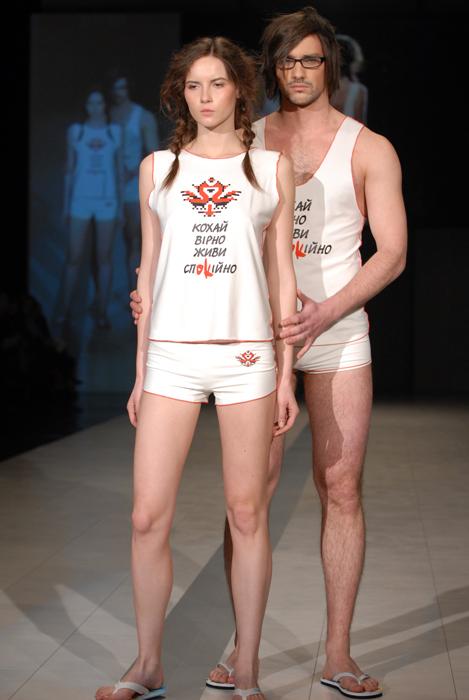 Борьба со СПИДом с помощью надписей на нижнем белье