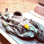 Памятник Виктору Нуару